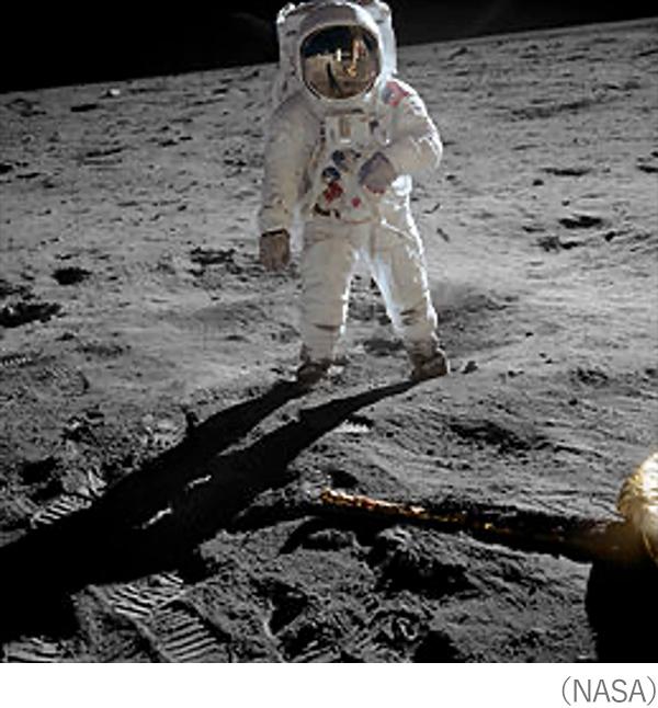 ついにアポロ11号が歴史上初めて地球以外の天体の上に降り立った(NASA)